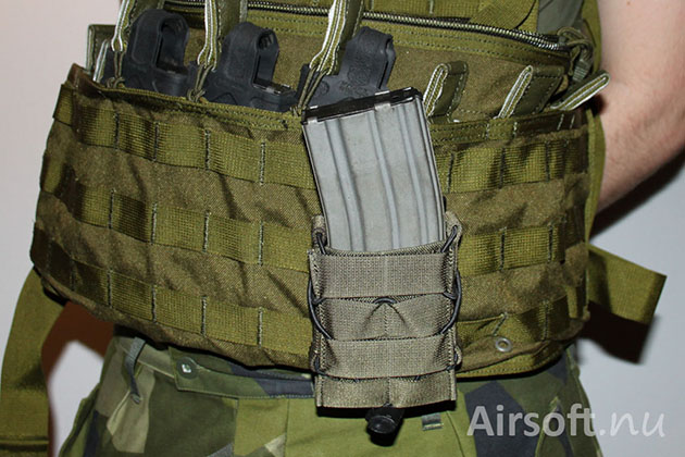 The magazine pouch attached on a MOLLE system.