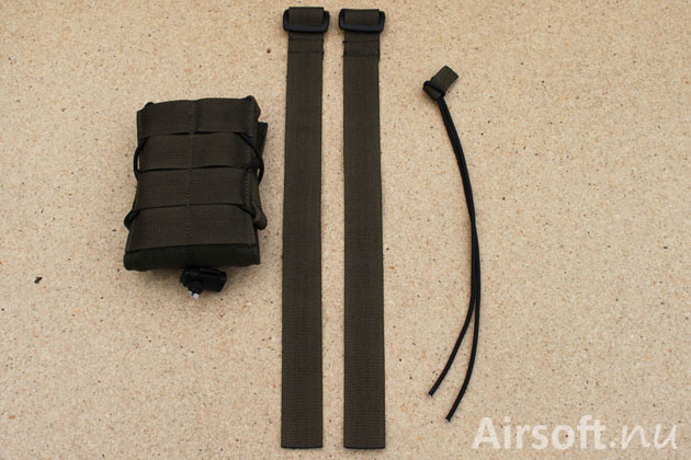 The magazine pouch comes with two nylon bands for attaching the pouch in a MOLLE interface and an elastic strap.