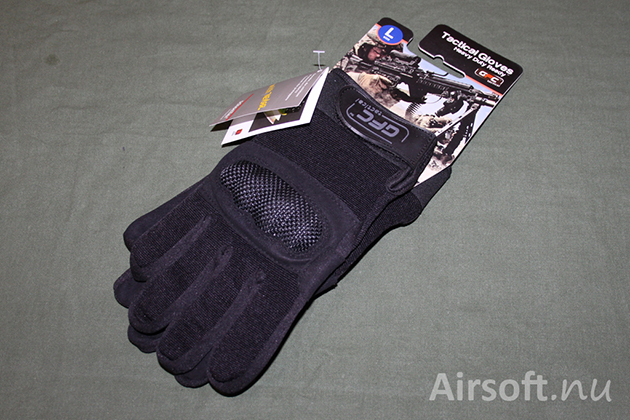 The tactical gloves GFC Tactical HDR in black colour.