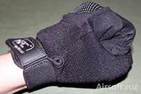 To fulfill the hard knuckle protection function the fingers have to turning the fingers to the palm.